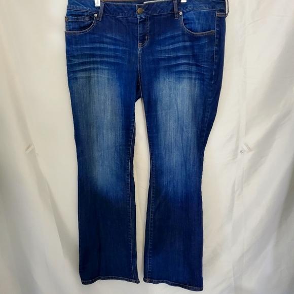 Torrid medium wash bootcut midrise Jeans size 18 R.